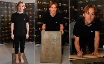 Luka Modric tươi rói nhận giải Bàn chân vàng