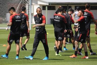 Man City và Barca đón tin vui bất ngờ từ Chile.